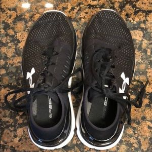 Girls black size 3 1/2 youth tennis shoes.